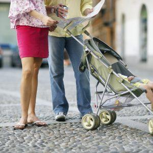 Eltern mit Kinderwagen