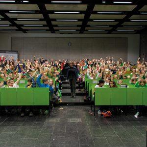 """KinderHochschule mit Prof. Dr. Tilla Schade zum Thema """"Bis zur Unendlichkeit... Geschichten mit und ohne Zahlen"""" im AudiMax der Hochschule Harz"""