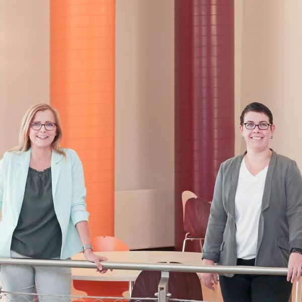 Ute Hellwig (links) - Geschäftsführerin des Studentenwerks Magdeburg; Katrin Behrens (rechts)